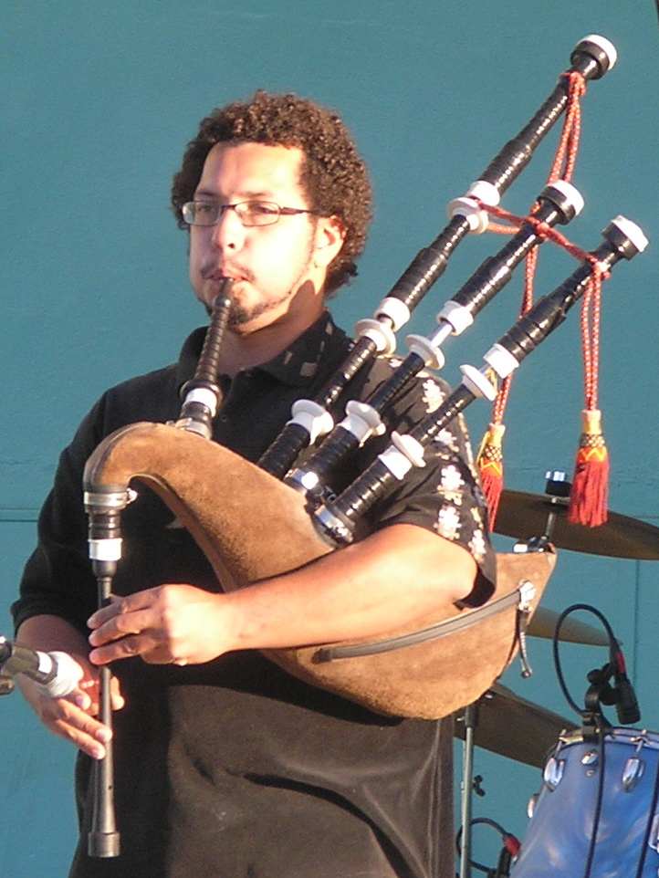 Bagpipes cropped
